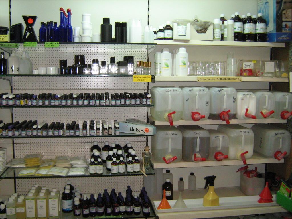 Schrankwand mit ätherischen Ölen